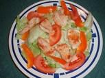 Hühnerstreifen auf Blattsalat