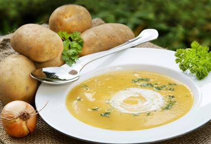 Omas Kartoffelrahmsuppe