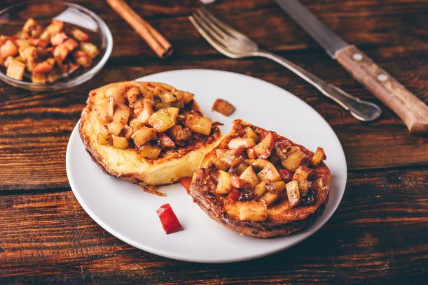 French Toast mit karamelisierten Äpfeln