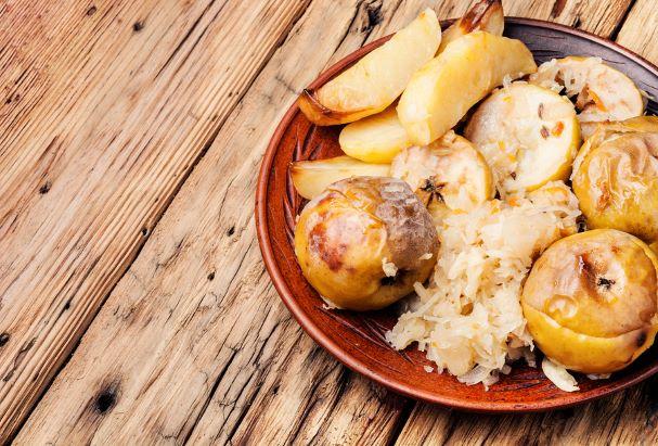 Bratäpfel mit Sauerkraut