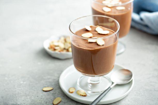 Schokoladepudding mit Mandeln