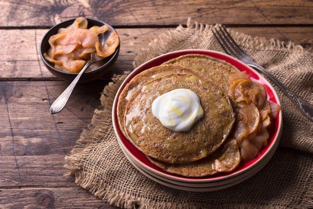 Buchweizenpfannkuchen mit Äpfel