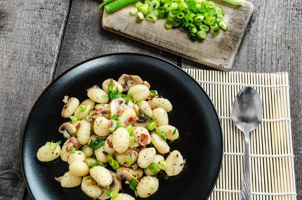 Käsegnocchi mit Speck und Champignons