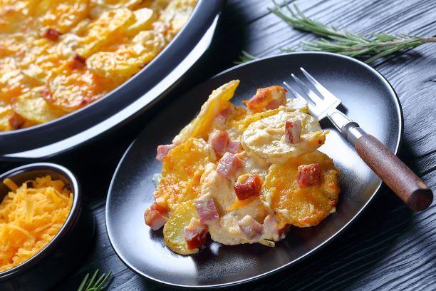 Käsiger Kartoffelauflauf mit geräuchertem Schinken