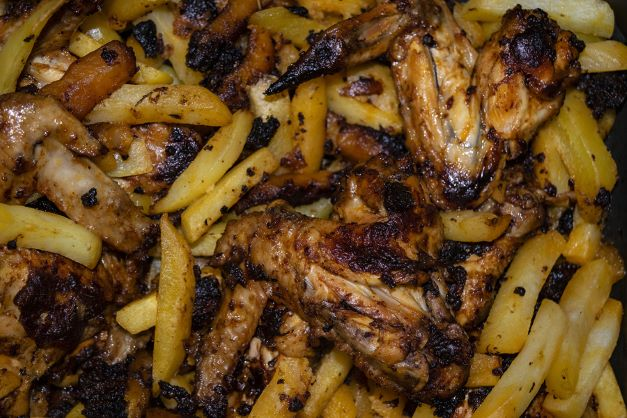 Chicken Wings mit Pommes
