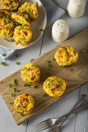 Einfacher Frühstücksauflauf in Muffinformen gebacken