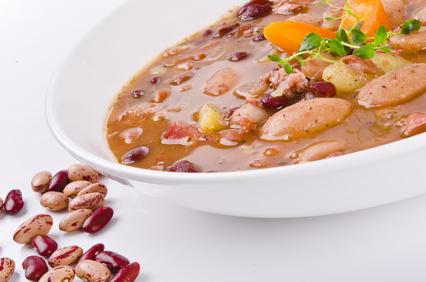 gemischter Bohneneintopf mit Wienerle