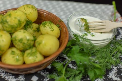 Dill Kartoffeln mit Sauerrahm Dip