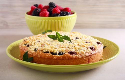 Einfacher Beerenstreuselkuchen