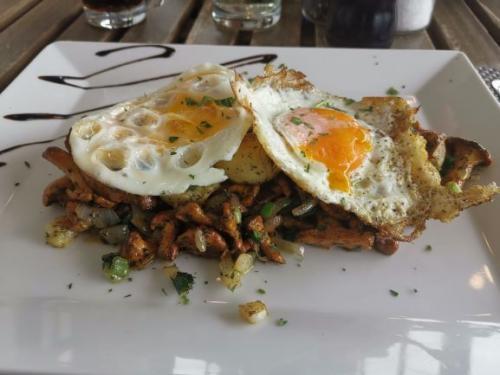 Geröstete Eierschwammerl mit Petersilienkartoffeln