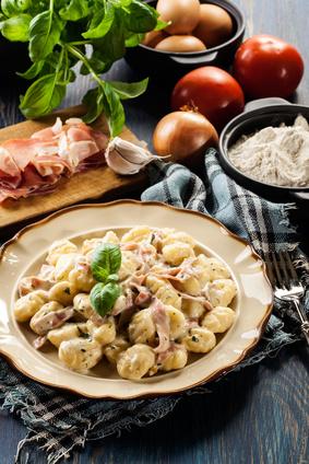 Gnocchi mit einer Käse Schinkensauce