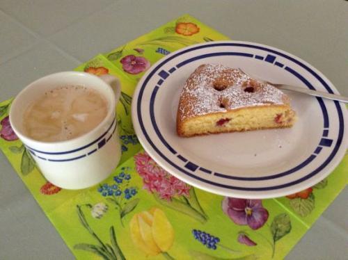 Himbeerkuchen mit Kaffee