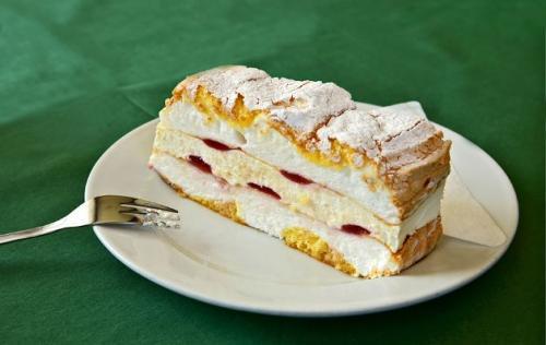 Kardinalschnitte aus der österreichischen Mehlspeisenküche