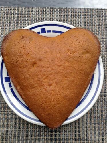 Karottenkuchen auch unter Rüblikuchen oder Möhrenkuchen bekannt