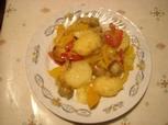 Kartoffelpfanne mit Gemuese und Bratwurst
