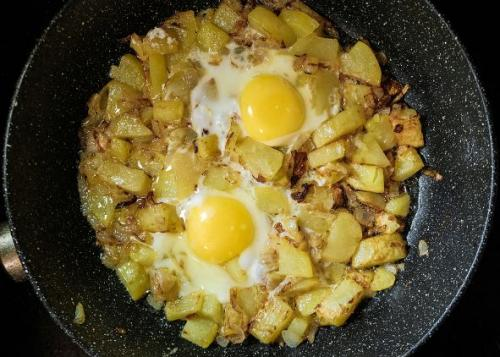 Kunusprige Bratkartoffeln mit Spiegelei