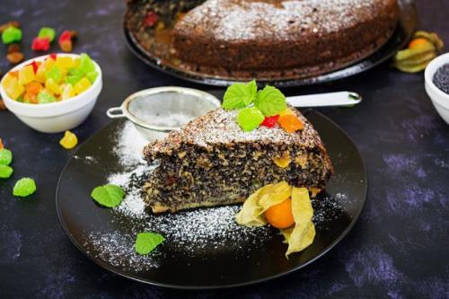 Mohnkuchen mit Rosinen