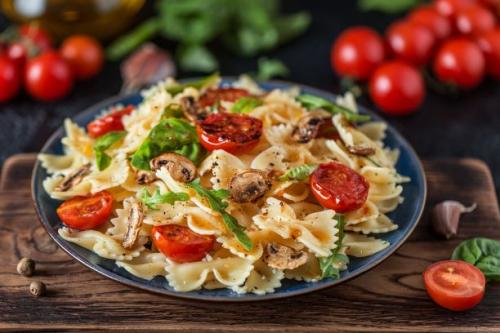Pasta mit Tomaten und Champignons