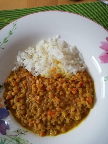 Rote Linsen mit Reis