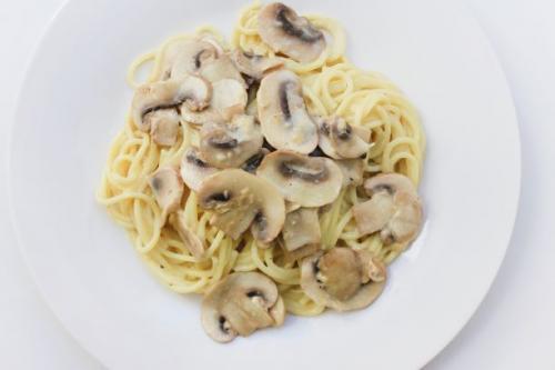 Spaghetti mit Champignon Sahne Sauce