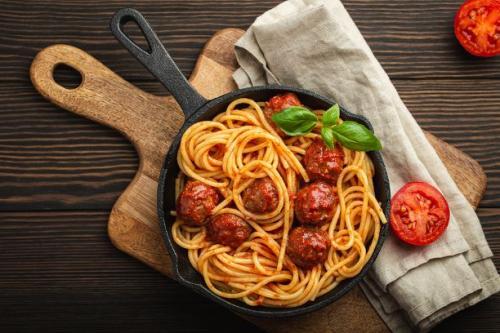 Spaghetti mit Fleischbällchen in Tomatensauce
