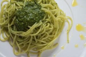 Spaghetti mit Löwenzahn Pesto
