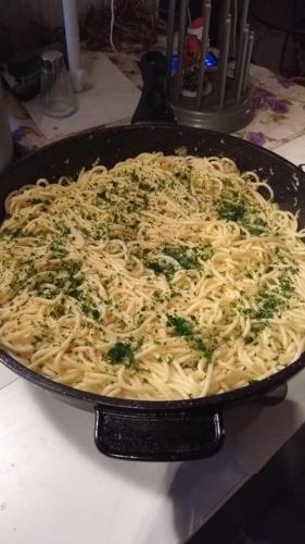 Spaghettipfanne mit Knoblauch und Chili