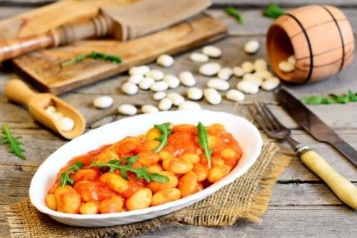 Weiße Bohnen in Tomatensauce